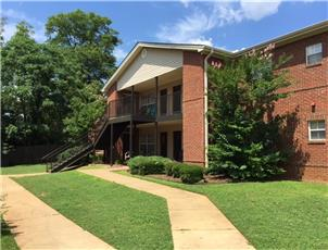 Hampton Point apartment in Northport, AL